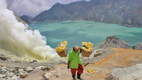 Experiencing The Toxic World of Kawah Ijen – East Java, Indonesia